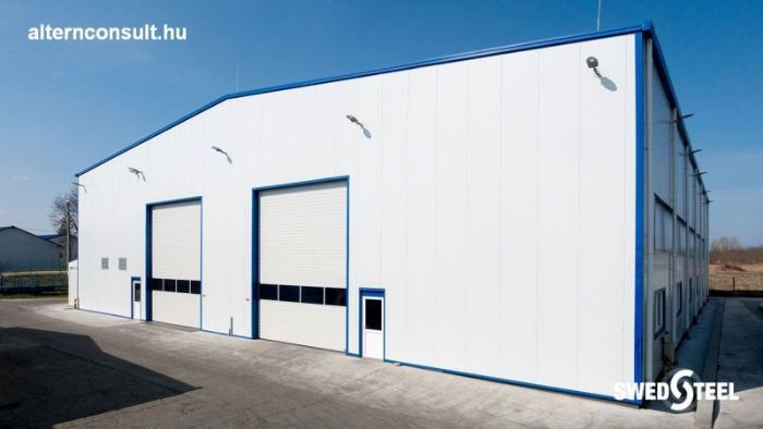 Nagyatád. Manufacturer and warehouse hall with insulated Swedsteel sandwich panel. Glamet 60 PUR roof panel, Superwall HF rock wool panel with concealed fixing